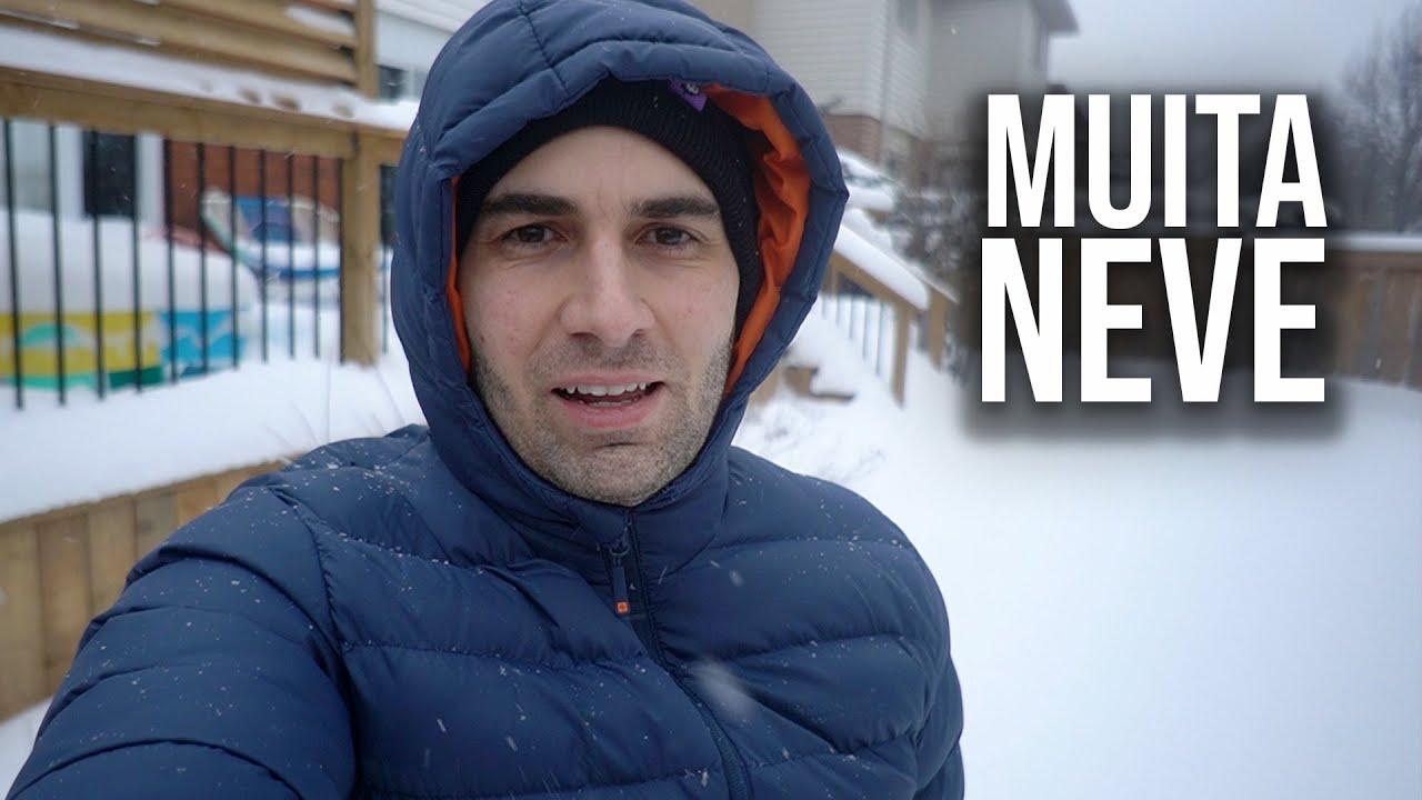 Nevou MUITO Onde eu Moro   Mostrando o Quintal CHEIO de NEVE!